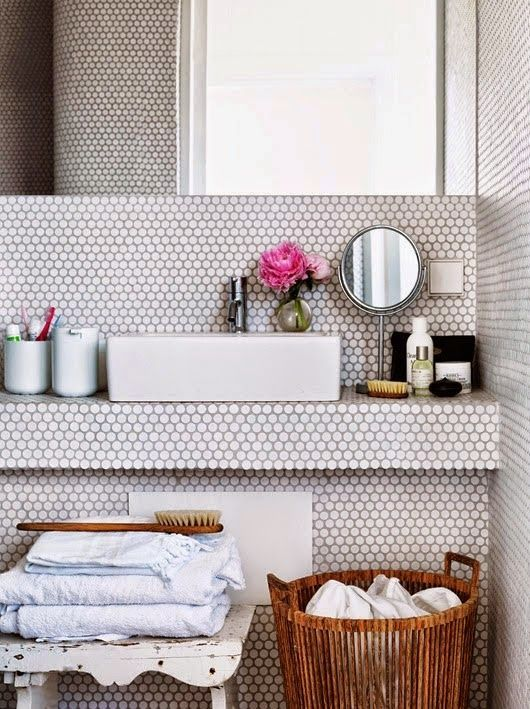 White circle tiled bathroom