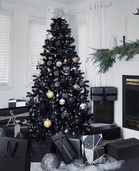 20 Gorgeous Christmas Tree Decoration Ideas - Black sparkly Christmas Tree