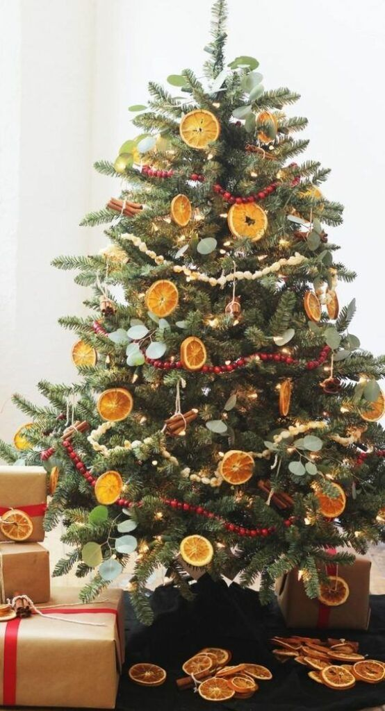 20 Gorgeous Christmas Tree Decoration Ideas - Citrus Dried Fruit Christmas Tree
