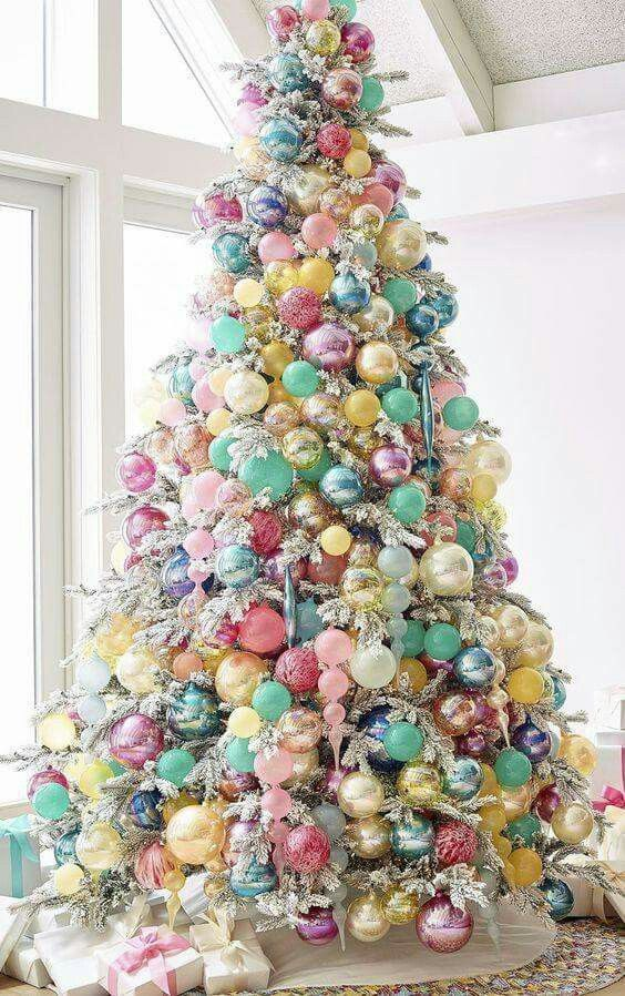 20 Gorgeous Christmas Tree Decoration Ideas - Bubblegum Colours