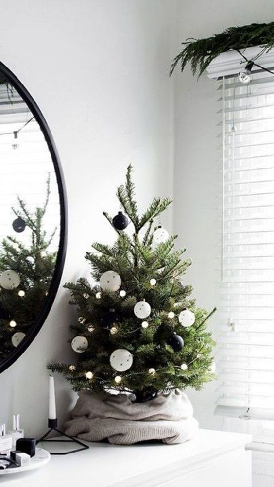 20 Gorgeous Christmas Tree Decoration Ideas - Miniature