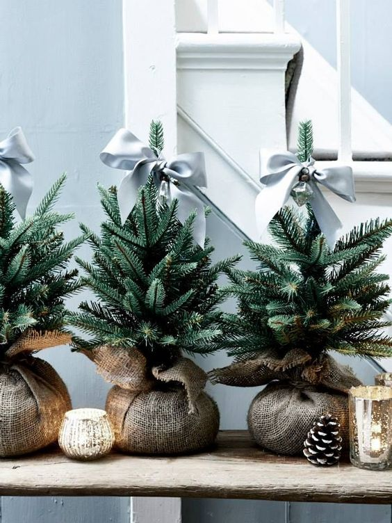 20 Gorgeous Christmas Tree Decoration Ideas - Satin Bow Miniatures