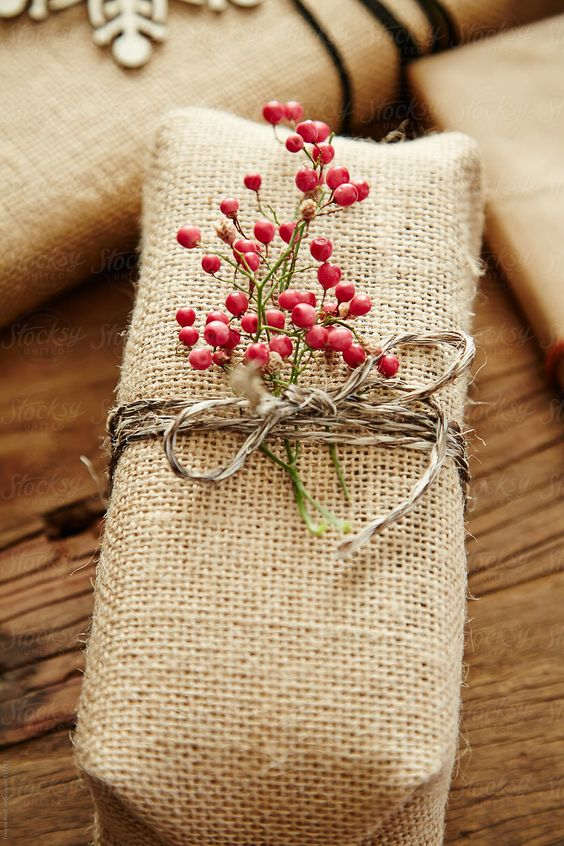 20 Creative Ways To Gift Wrap Your Presents This Christmas - Hessian Wrap Tied With Berries