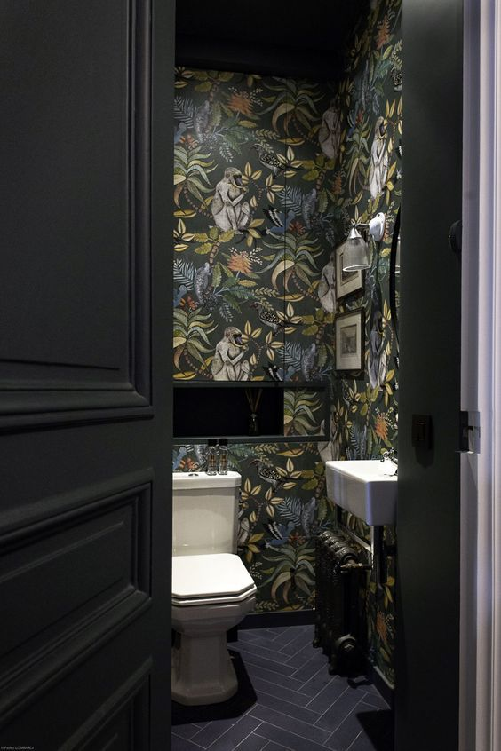 January Pinterest: Top 15 For Ideas and Inspiration - Small wallpapered bathroom